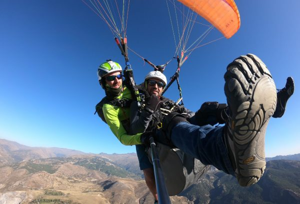 Así se despegan los pies del suelo en parapente biplaza - Adrenaline Flight