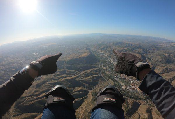 Rumbo hacia Granada volando en parapente biplaza