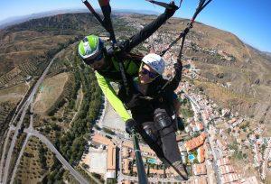 Sobrevolando el pueblo de Cenes de la Vega - Intense Flight