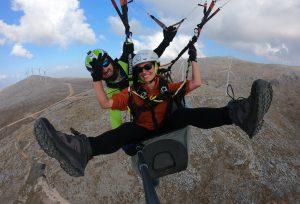 Volando en parapente en la Sierra de Loja