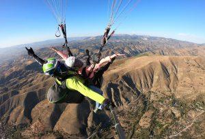 Disfrutamos volando tanto como nuestros pasajeros, con la mayor profesionalidad - Zen Parapente