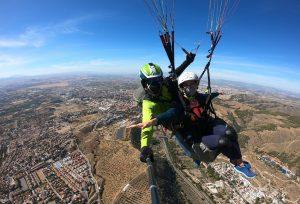 Panoramica de Huetor Vega y Granada volando en parapente