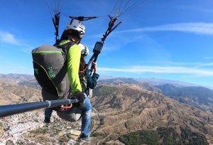 Vista trasera de nuestro pilotaje en parapente - Zen Parapente